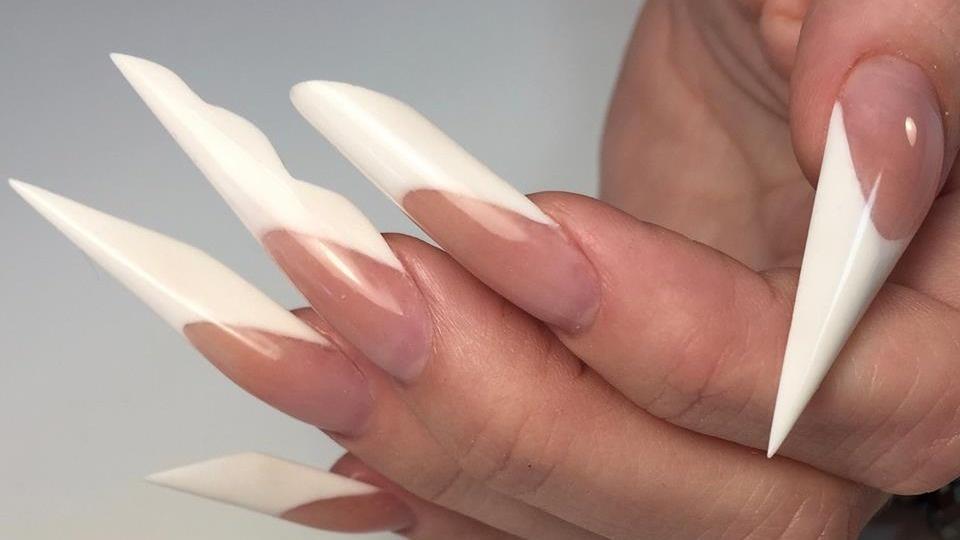 Modeláž nehtů. Akrylová technologie