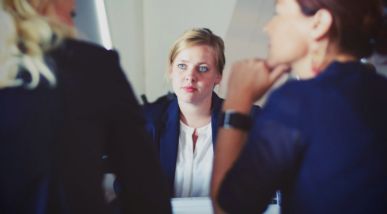 HOW TO ADDRESS EMPLOYEE PERFORMANCE ISSUES